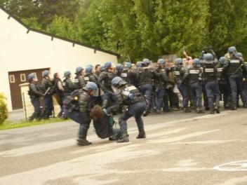 L'état PS réprime une manifestation pacifique à Notre Dame des Landes